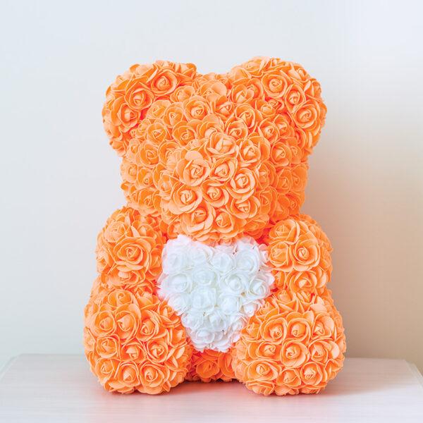 Medvedek-iz-vrtnic-oranžne-barve-z-belim-srčkom-40cm