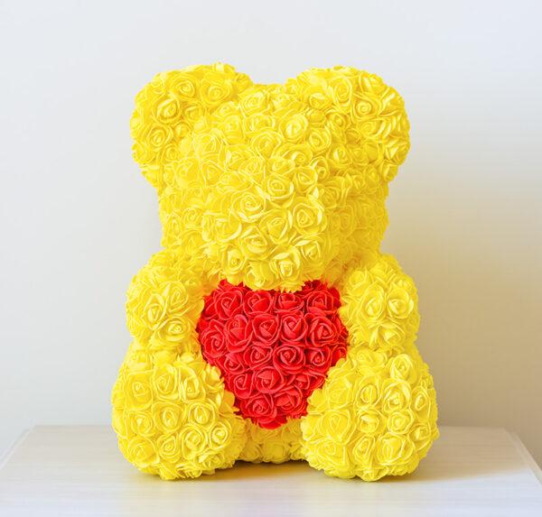 Medvedek-iz-vrtnic-rumene-barve-z-rdečim-srčkom-40cm