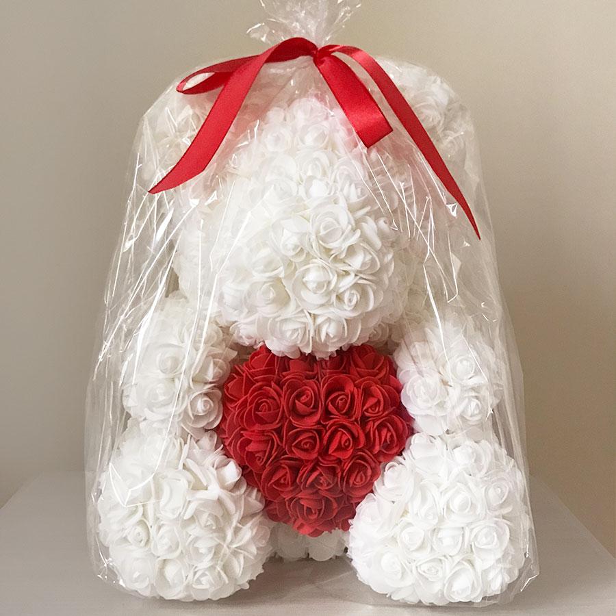 medvedek-iz-vrtnic-bele-barve-zavit