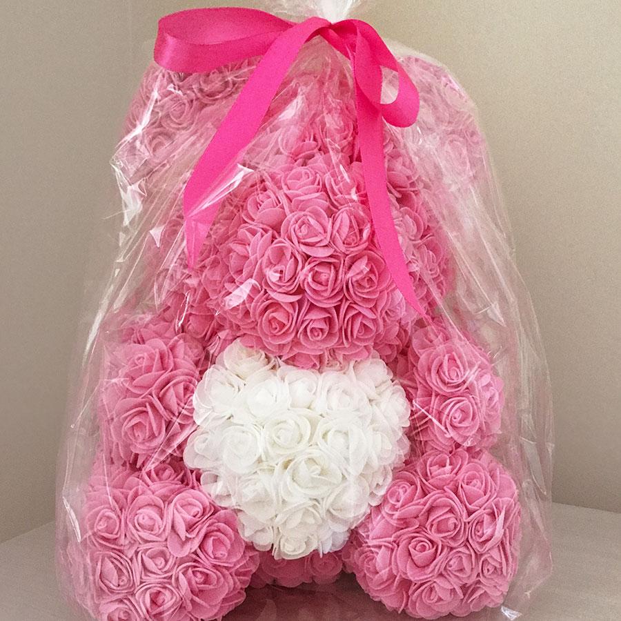 medvedek-iz-vrtnic-roza-barve-zavit